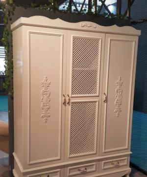 Распашные двери с декоративными накладками Великий Новгород